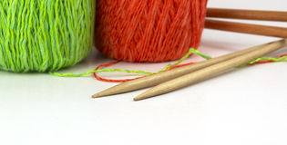 Knitting wools and needles Royalty Free Stock Images