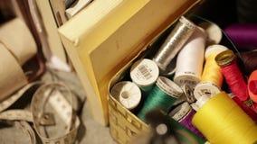 knitwear εργοστάσιο - κουβάρια απόθεμα βίντεο