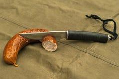 Kniv och korv Royaltyfri Foto