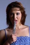 kniv som slickar modellen Royaltyfri Fotografi