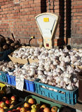 Knoblauch in einem kleinen Markt Stockbild