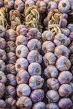 Knoblauch ist für sein scharfes Aroma am meisten benutzt Stockfoto