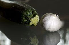 Knoblauch und Zucchini Lizenzfreie Stockbilder