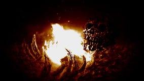 Knochen im Feuer Orange Hintergrundfarbe stock video