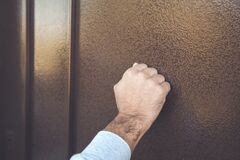 Free Knock On The Door Stock Photography - 169904772