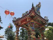 KNOCK-OUT CHANG, TAILANDIA - 10 DE ABRIL DE 2018: Templo chino del buddist en la isla asiática fotografía de archivo