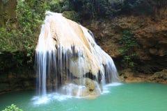 Knock-out-luangvattenfall i Lamphun Thailand, osedda Thailand Fotografering för Bildbyråer