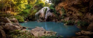 Knock-out-Luangvattenfall på Mae Ping National Park, Lamphun, Thailand royaltyfria bilder