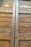 knocker перекрестной нерезкости arsago Ломбардии ржавый латунный коричневый в a делает Стоковое Изображение RF