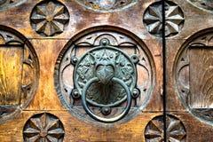 Голова античного изверга knocker двери форменного Стоковая Фотография
