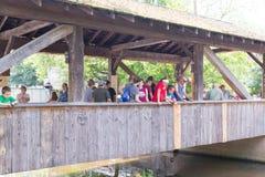 Knoebels é um parque de diversões da entrada gratuita para famílias imagens de stock