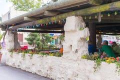 Knoebels é um parque de diversões da entrada gratuita para famílias fotos de stock