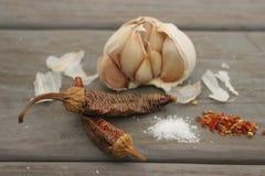 Knoflook en hete peper stock afbeelding