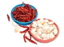 Knoflook en rode peppe Stock Foto's
