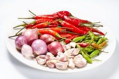Knoflook en ui en Spaanse pepers rode droge peper Stock Afbeeldingen