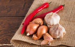 Knoflook, ui en Spaanse peper Stock Foto's