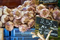 Knoflook voor verkoop in de Provence Frankrijk Stock Afbeeldingen