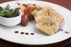 Knoflookbrood in een restaurant 7 wordt gediend die Stock Afbeelding