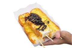 Knoflookbrood op geïsoleerde hand Royalty-vrije Stock Foto