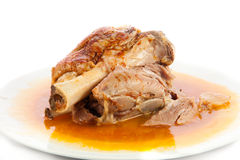 Knoge av griskött som isoleras på vit mat Arkivfoton