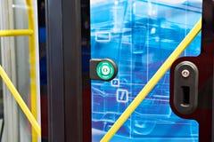 Knoop aan open deur in bus royalty-vrije stock afbeeldingen