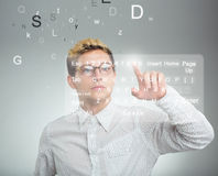 Knoop van de zakenman de dringende toepassing op computer met aanraking s Royalty-vrije Stock Foto's
