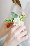 Knoopsgat aan de bruidegom Stock Fotografie