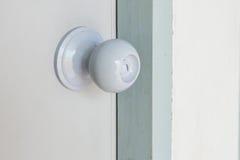 Knop op een oude witte deur vector illustratie