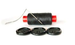 Knopen met het naaien van spoel en naald Stock Foto