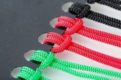 Knopen op de Kleurrijke Koorden Stock Foto