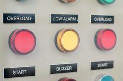 Knopen op de raad van het stroomcontrolemechanisme Stock Foto