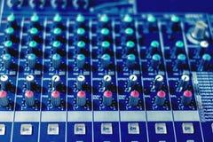 Knopf, zum des Lautstärkereglers zu justieren stockbild