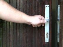 Knopp för öppen dörr för manhand stock video