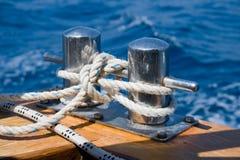 Knoten auf einem Schiffspoller. #2 Lizenzfreies Stockfoto