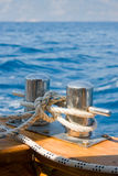 Knoten auf einem Schiffspoller Lizenzfreies Stockfoto
