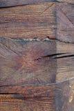 Knoten auf einer Blockhausdetail-Vertikalennahaufnahme Lizenzfreies Stockbild