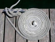 Knoten, Klemmen und Seile Stockbilder