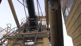 Knoten, Teile und Arbeitsmechanismen des Baggers stock footage