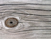 Knothole dans la planche en bois de grange images libres de droits