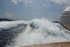 20 knots with luxury yacht. I go 20 knots with luxury yacht left the sea foam, deep blue sea and action Stock Images