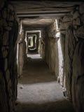 Knowth νεολιθικός τάφος μεταβάσεων αναχωμάτων ανατολικός, Ιρλανδία στοκ εικόνες