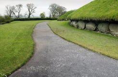 Knowth ist ein neolithisches Durchführung-Grab Stockfotografie