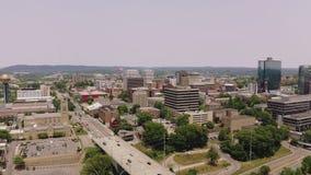 Knoxville, Tennessee, los E.E.U.U. c?ntricos en el parque justo del ` s del mundo Knoxville Convention Center Visi?n a?rea 4K almacen de metraje de vídeo