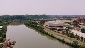 Knoxville, Tennessee, U.S.A. del centro al parco giusto del ` s del mondo Knoxville Convention Center Vista aerea 4K video d archivio