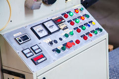 Knöpfe zur Produktionsmaschineriesteuerung Lizenzfreie Stockfotografie