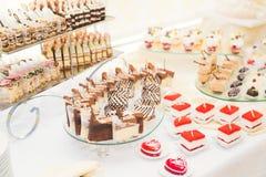Knuffa omkring med en variation av läckra sötsaker, matidéer, beröm Arkivbilder