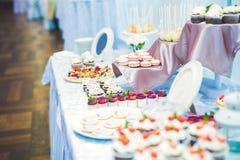 Knuffa omkring med en variation av läckra sötsaker, matidéer, beröm fotografering för bildbyråer