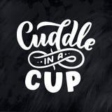 Knuffel in een kop - het van letters voorzien samenstelling Hand getrokken citaat voor Kerstmistekens, koffie, bar en restaurant royalty-vrije illustratie