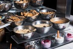 Knusperig - Kekse - rösten Sie Frühstücksmaterial stockfotos