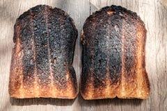 Knusperig und knusprig über gebrannten Toast Stockbild